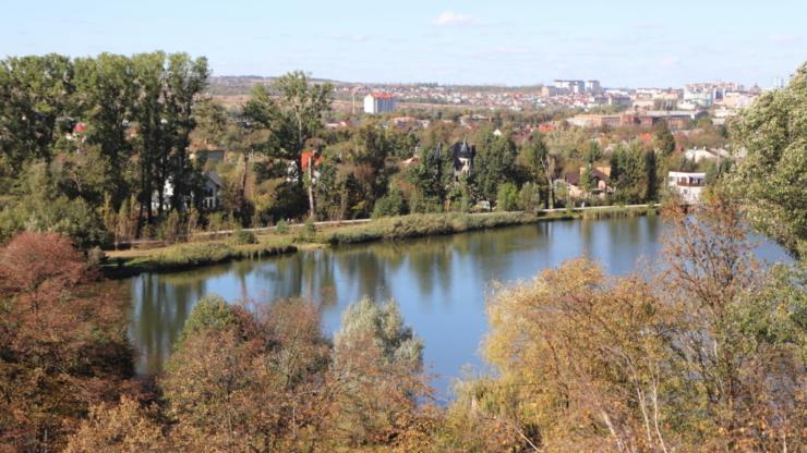 клубний будинок біля озера Івано-Франківськ