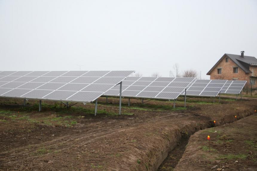 На Прикарпатті відкрили сонячну електростанцію, в яку вклали 11 мільйонів євро 4