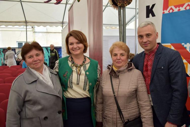 За вишиванки Оксану Савчук визнали однією з найстильніших депутаток ВРУ 4
