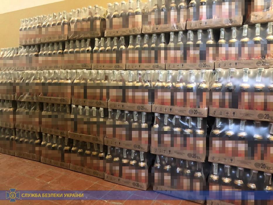 Прикарпатець в антисанітарних умовах облаштував цех з виробництва сурогатного алкоголю 6