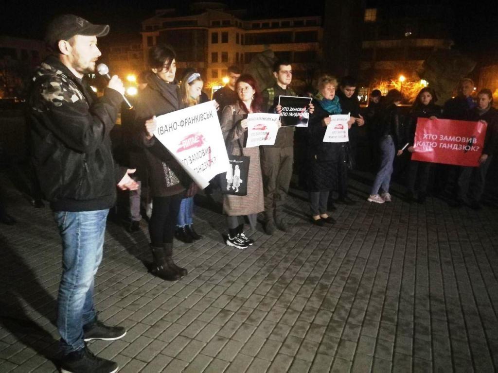 Франківці вийшли на акцію з вимогою покарати замовників вбивства Катерини Гандзюк 4