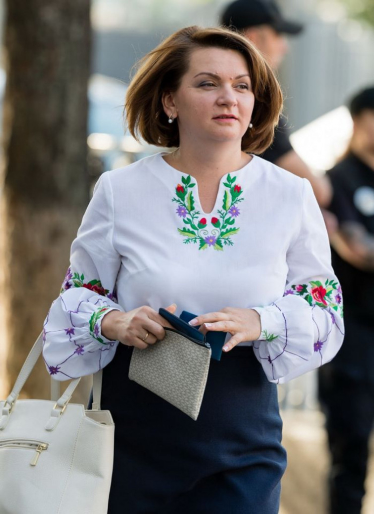 За вишиванки Оксану Савчук визнали однією з найстильніших депутаток ВРУ 2