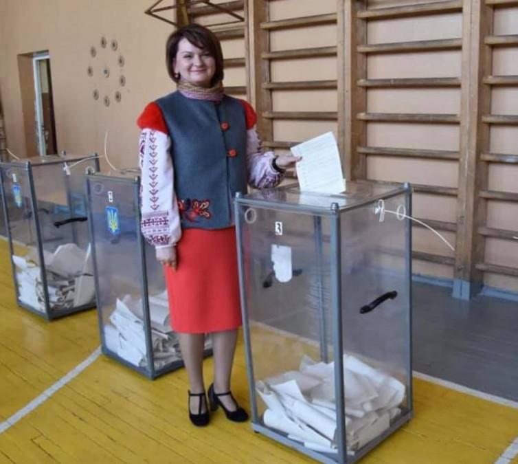 За вишиванки Оксану Савчук визнали однією з найстильніших депутаток ВРУ 6