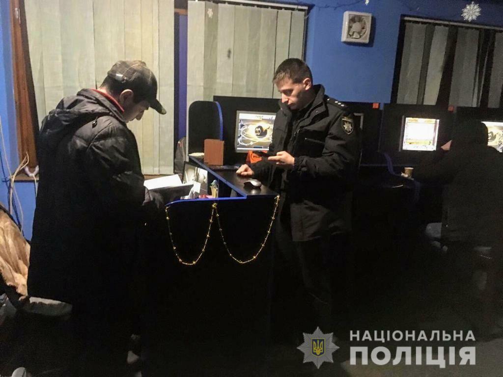Поліція за день закрила сотню гральних закладів на Прикарпатті 6