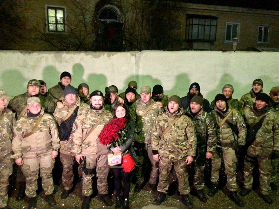 """Франківський полісмен повернувся з ООС і освідчився дівчині – вона сказала """"так"""" 2"""