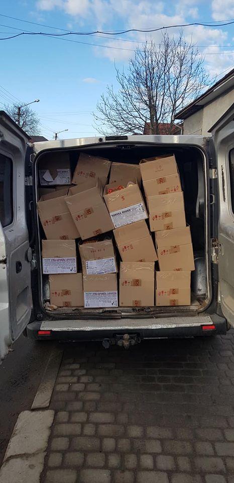 Сьогодні в Івано-Франківську бачили святого Миколая: місцевий депутат роздав дітям зі свого округу майже 600 солодких подарунків 2