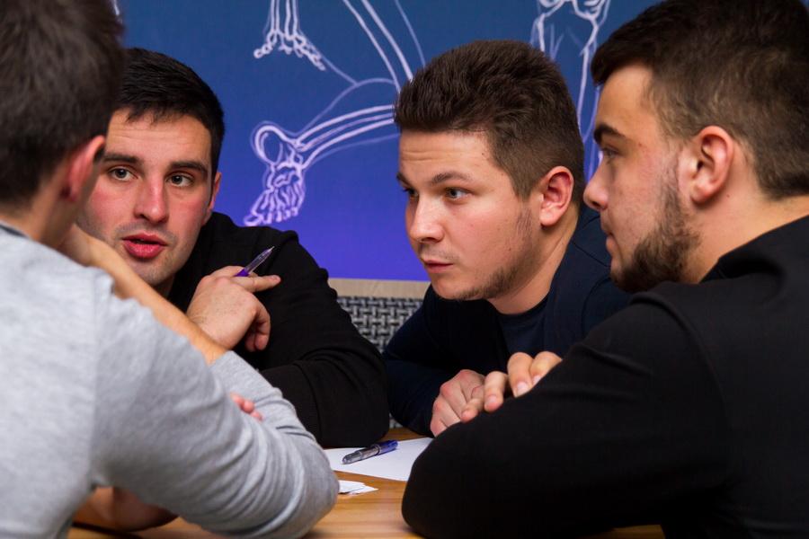 Студенти і викладачі ІФНМУ зіграли в інтелектуальний футбол 12