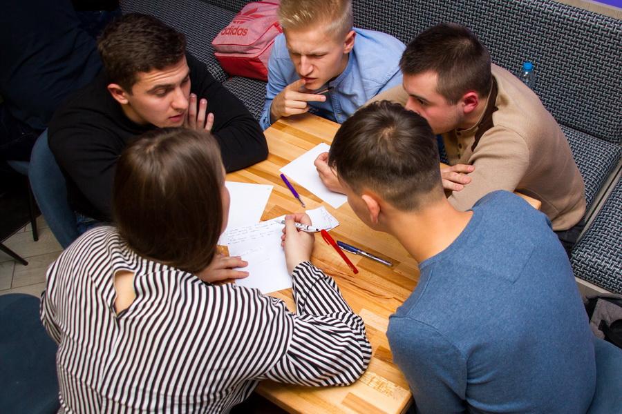 Студенти і викладачі ІФНМУ зіграли в інтелектуальний футбол 14