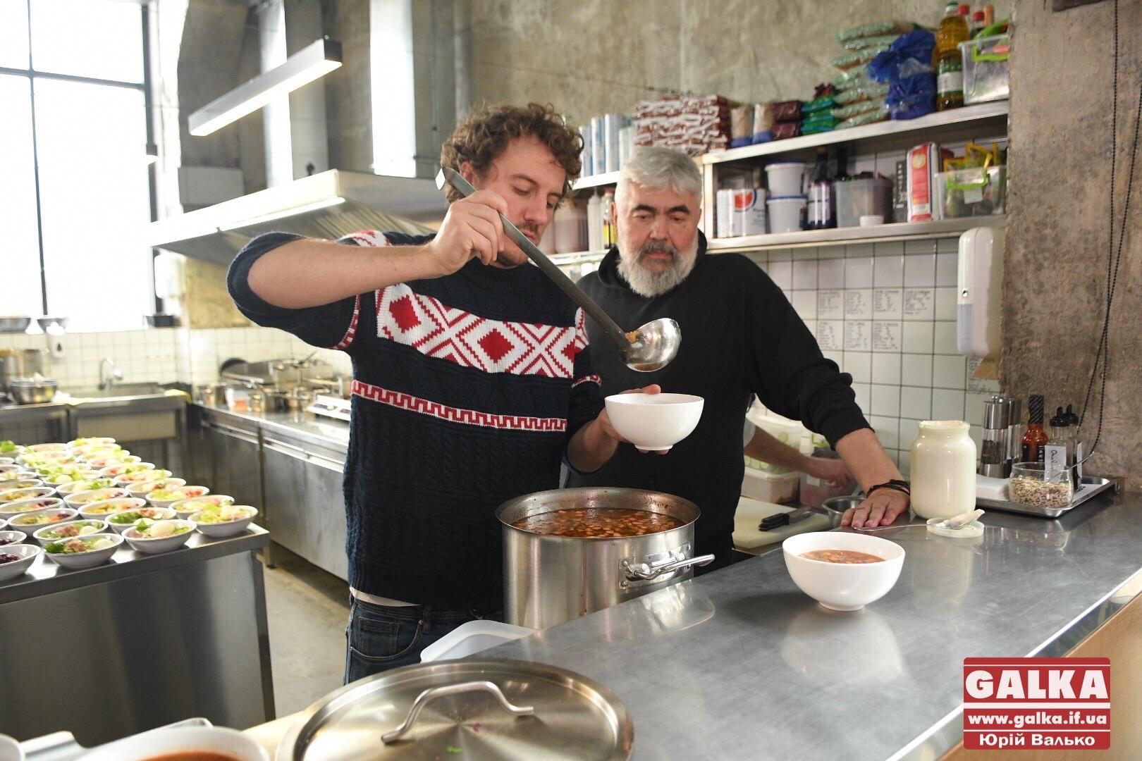 Клопотенко та Мох у Франківську приготували справжній гуцульський борщ 2