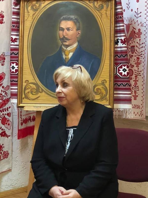 Ющенко нагородив премією директорку Коломийського музею 1