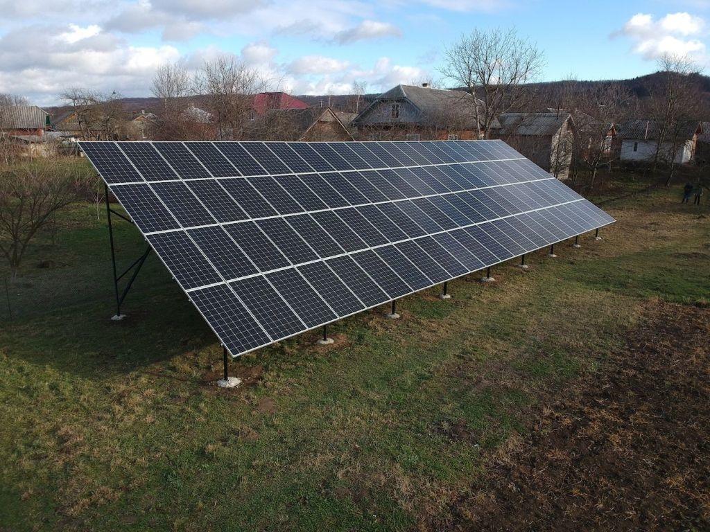 Сонячну електростанцію для дому потужністю 30 кВт змонтовано в Підмихайлі 10