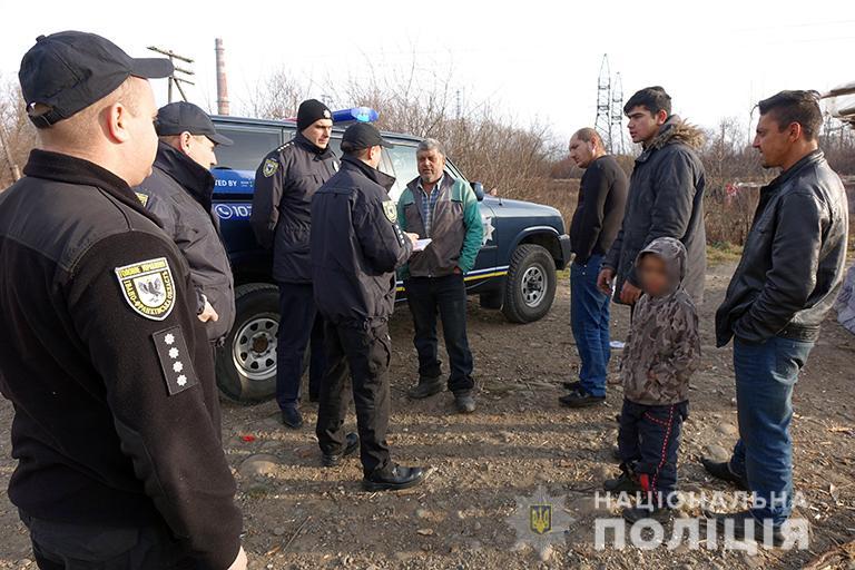 На Франківщині поліцейські провели профілактичні бесіди з ромами 2