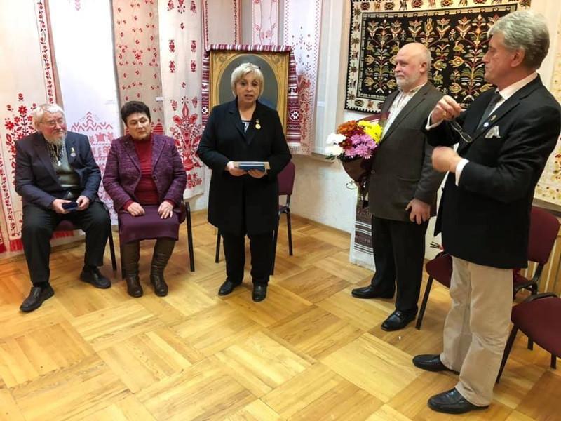 Ющенко нагородив премією директорку Коломийського музею 2