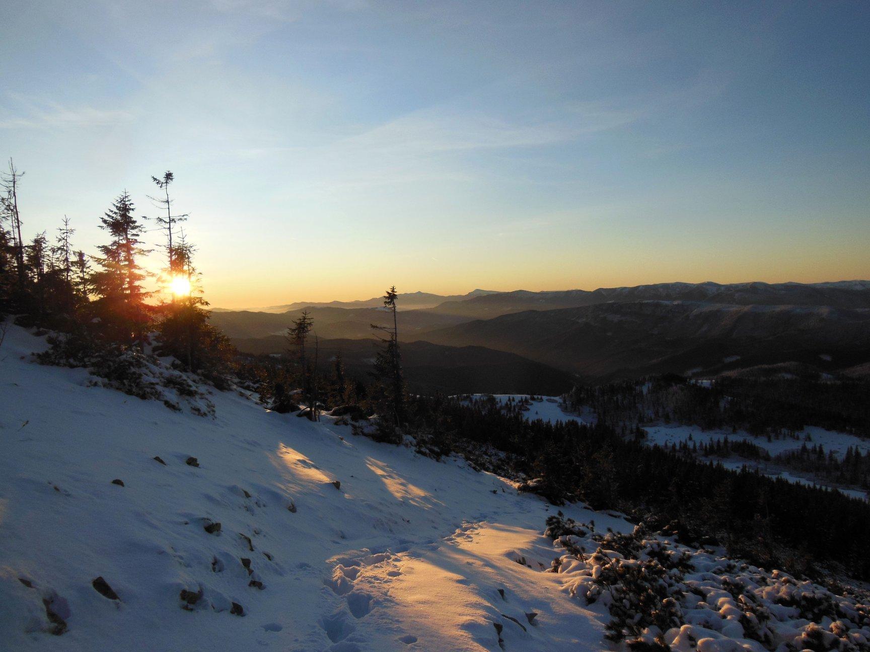Франківець пішов у похід на милицях заради неймовірних фото зимових Карпат 14