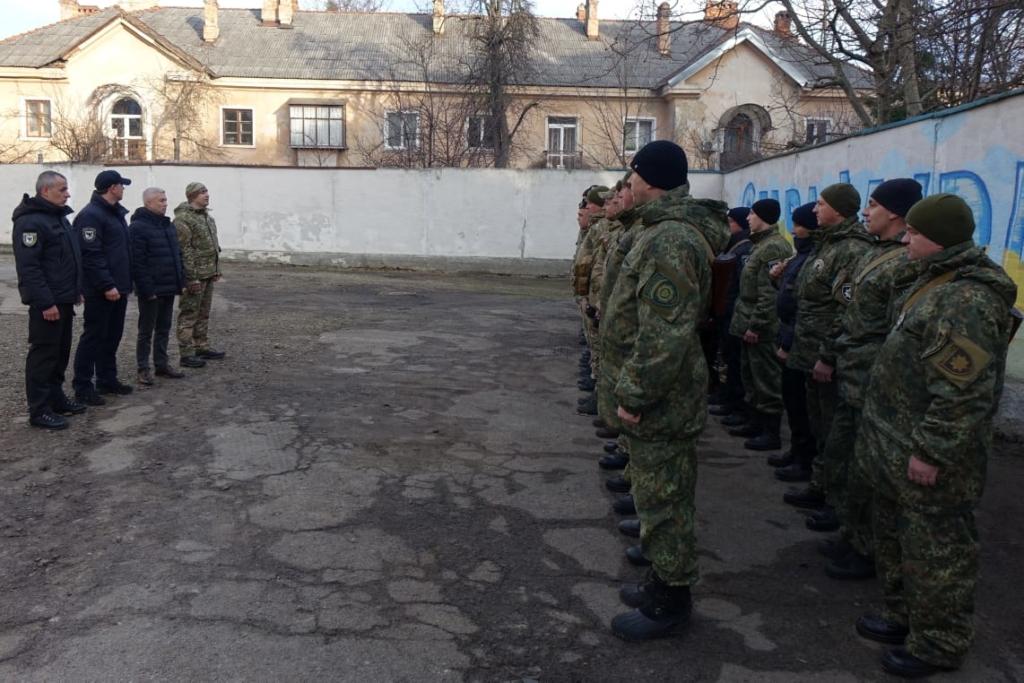 30 прикарпатських поліцейських вирушили на службу у зону війни 4