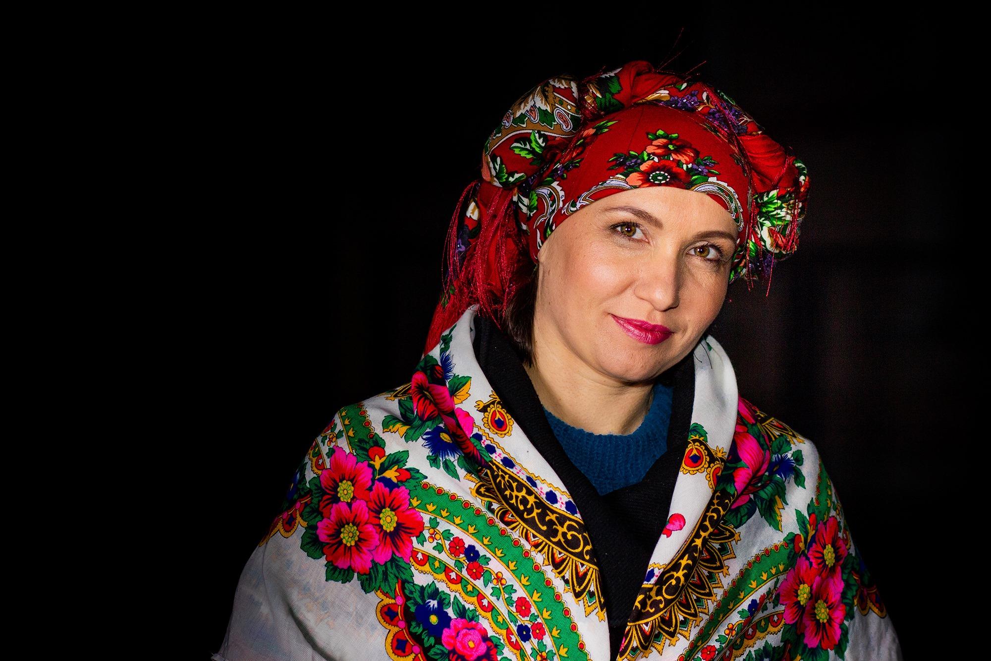 У Палаці Потоцьких франківки фотографувалися в українських хустинах 12