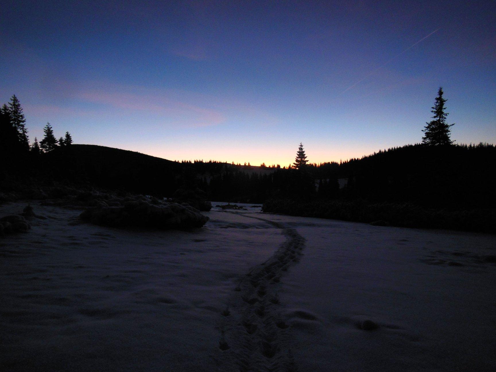 Франківець пішов у похід на милицях заради неймовірних фото зимових Карпат 18