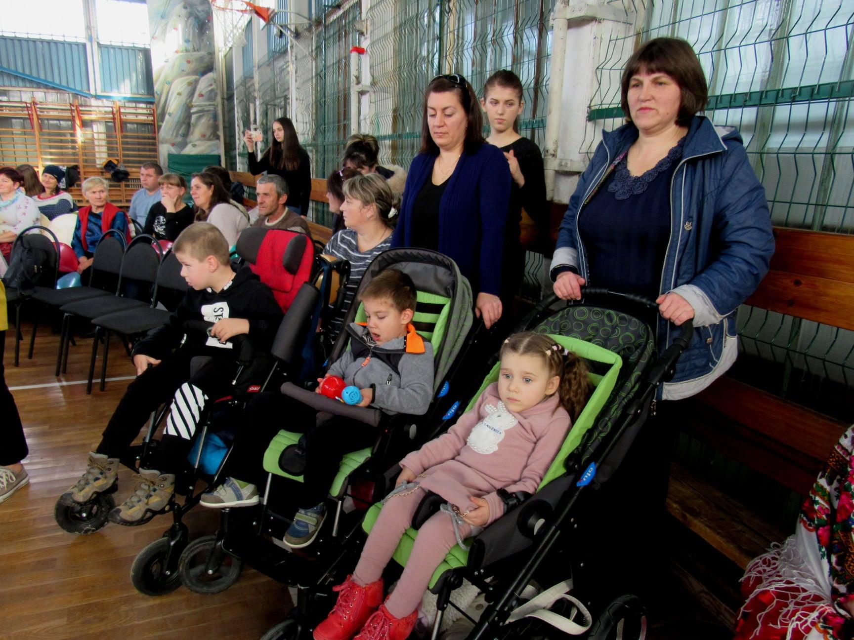 """Подарували дітям трішки дива: працівники ВО """"Карпати"""" зібрали 40 тисяч гривень на благодійність 3"""
