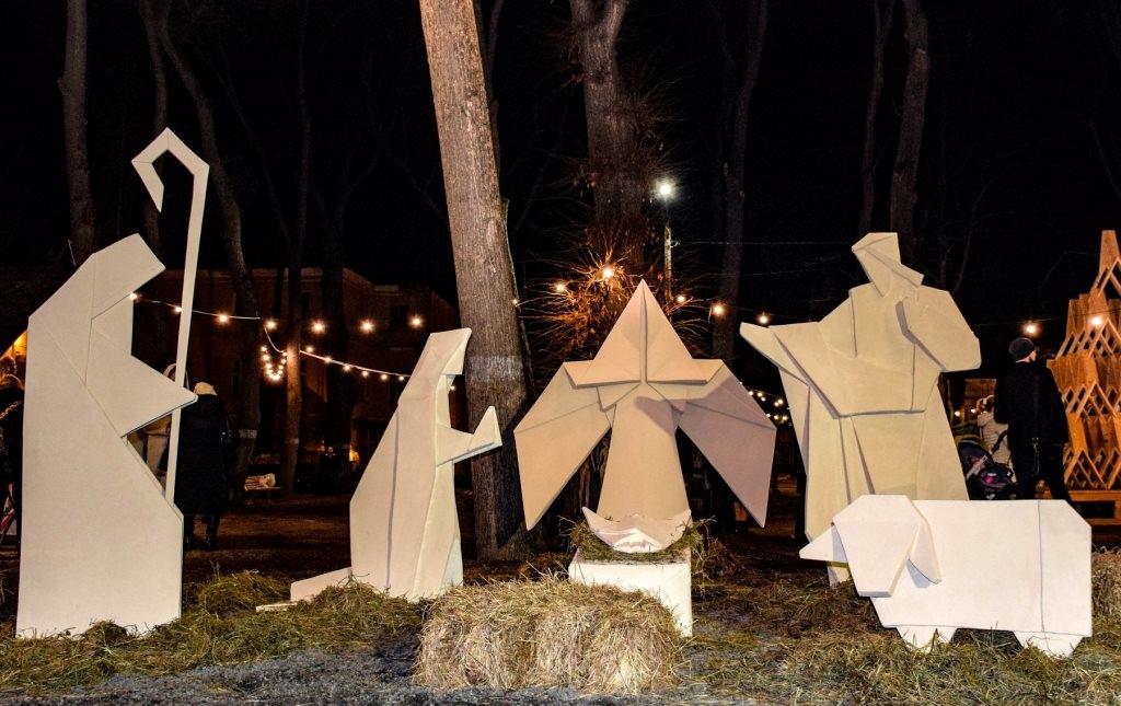 У Палаці Потоцьких відкрили різдвяну шопку-орігамі 1