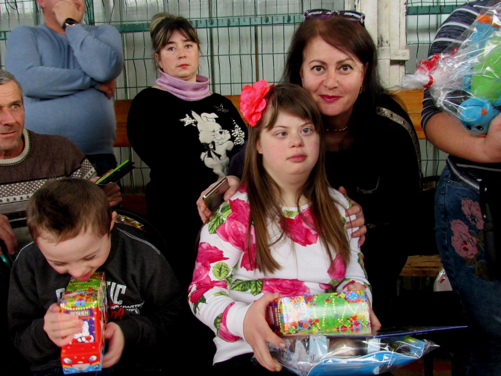 """Подарували дітям трішки дива: працівники ВО """"Карпати"""" зібрали 40 тисяч гривень на благодійність 18"""