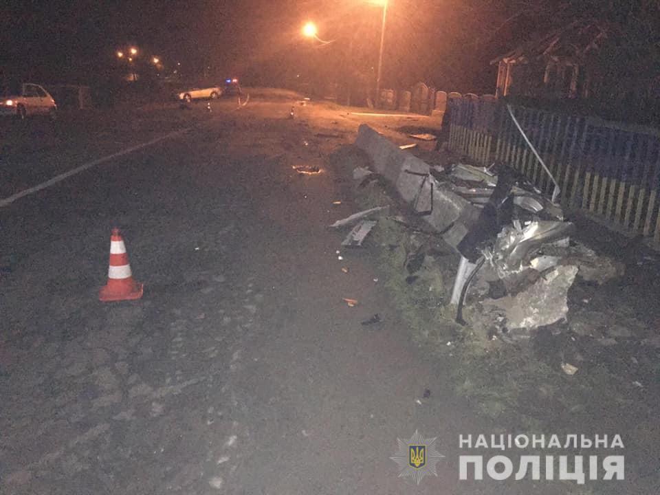 На Прикарпатті «Мазда 6» врізалася в міст – загинув пасажир 2