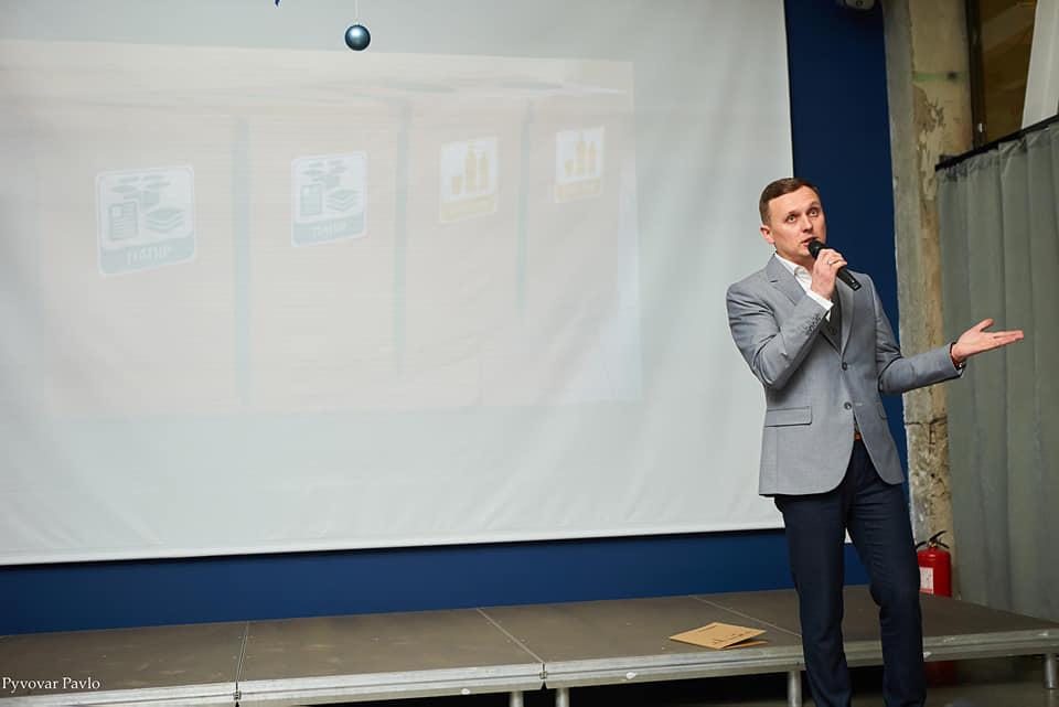 Креатив без грошей: відзвітував комунальний департамент Франківська 6