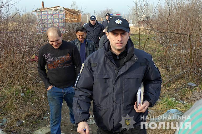 На Франківщині поліцейські провели профілактичні бесіди з ромами 4