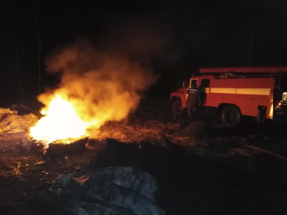 Диміло пів села: у Хриплині підприємство палило автошини 2