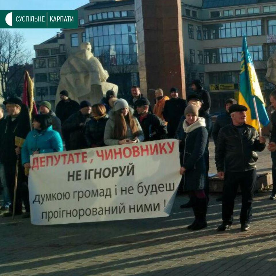Мешканці Татарова та Ворохти пікетували ОДА проти об'єднання з Яремчем 6