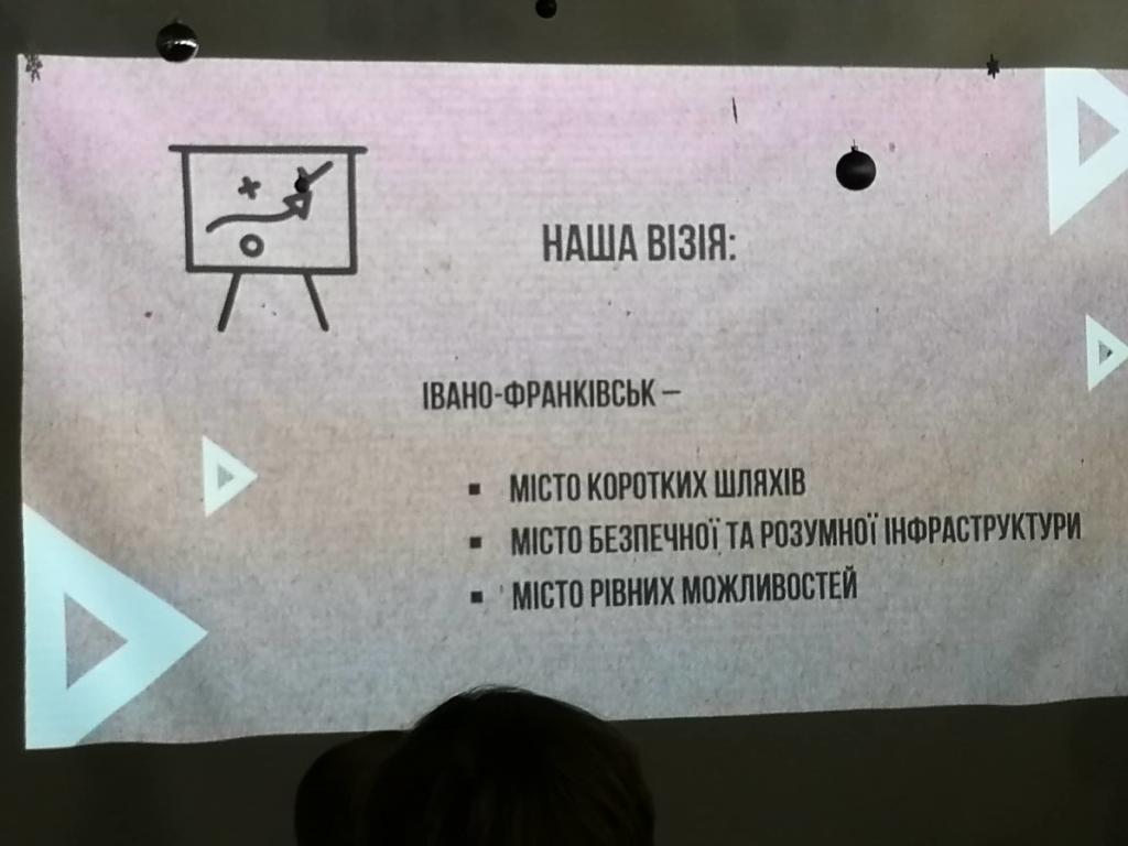 Креатив без грошей: відзвітував комунальний департамент Франківська 8