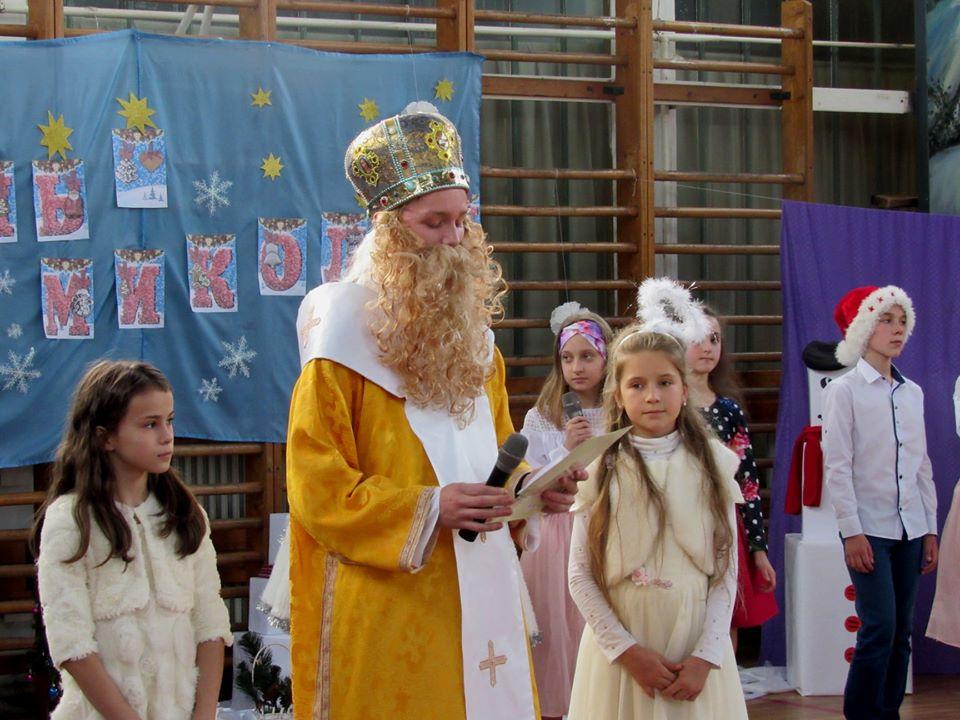 """Подарували дітям трішки дива: працівники ВО """"Карпати"""" зібрали 40 тисяч гривень на благодійність 11"""