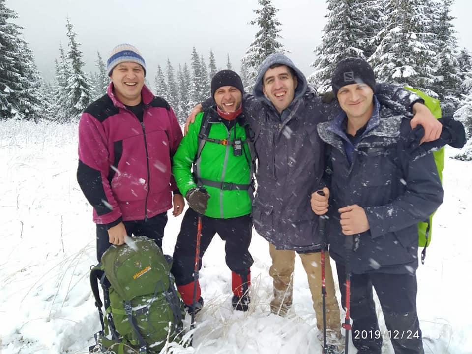 Рятувальники знайшли заблукалого в Карпатах туриста зі США 2