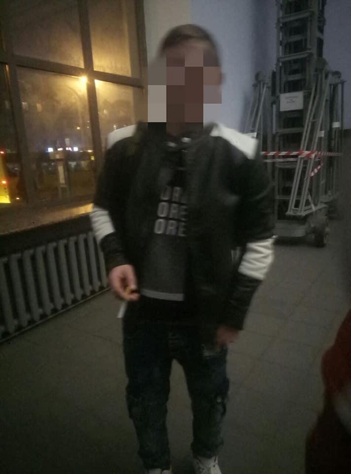 У залі очікувань франківського вокзалу побилися два молодики 2