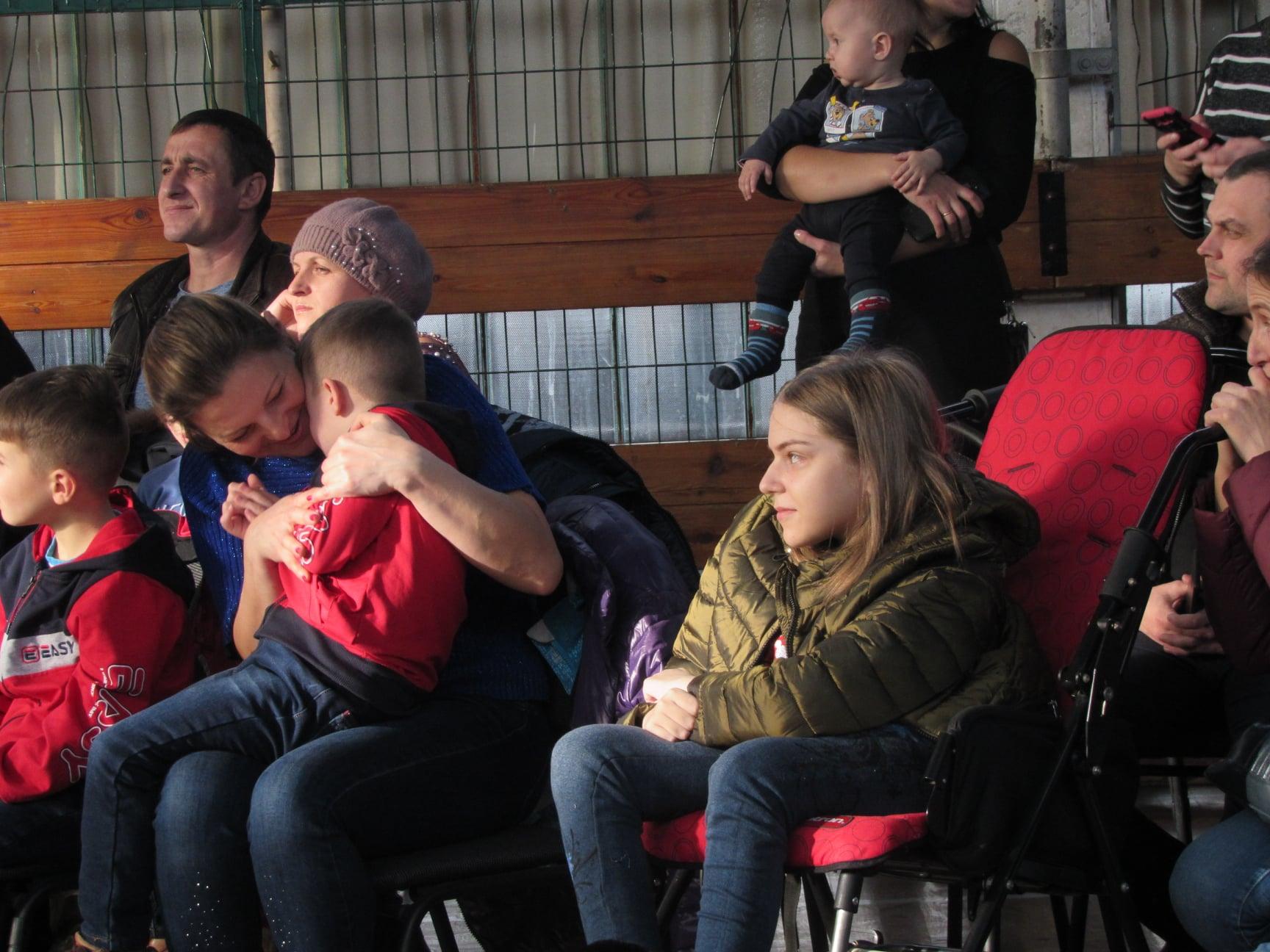 """Подарували дітям трішки дива: працівники ВО """"Карпати"""" зібрали 40 тисяч гривень на благодійність 30"""