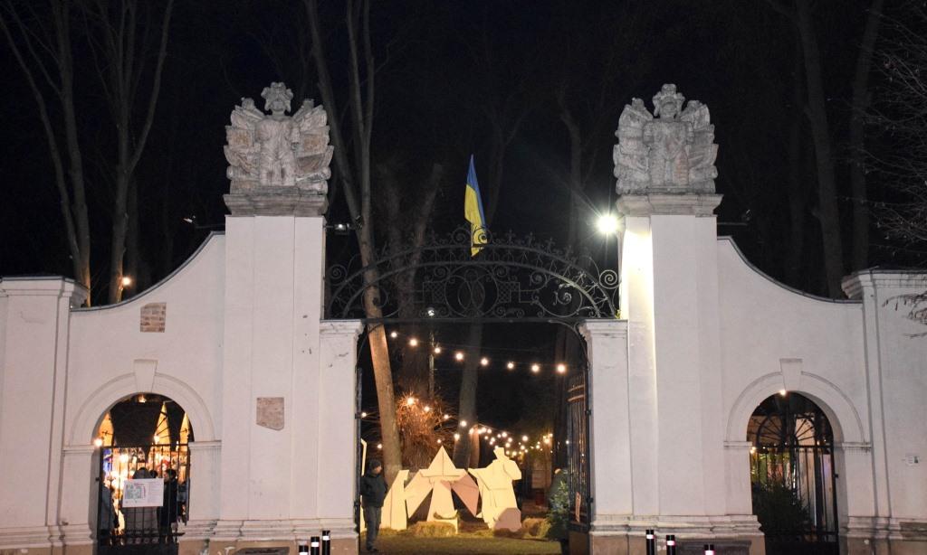 У Палаці Потоцьких відкрили різдвяну шопку-орігамі 14