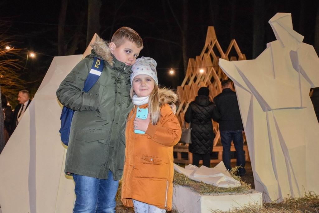 У Палаці Потоцьких відкрили різдвяну шопку-орігамі 8