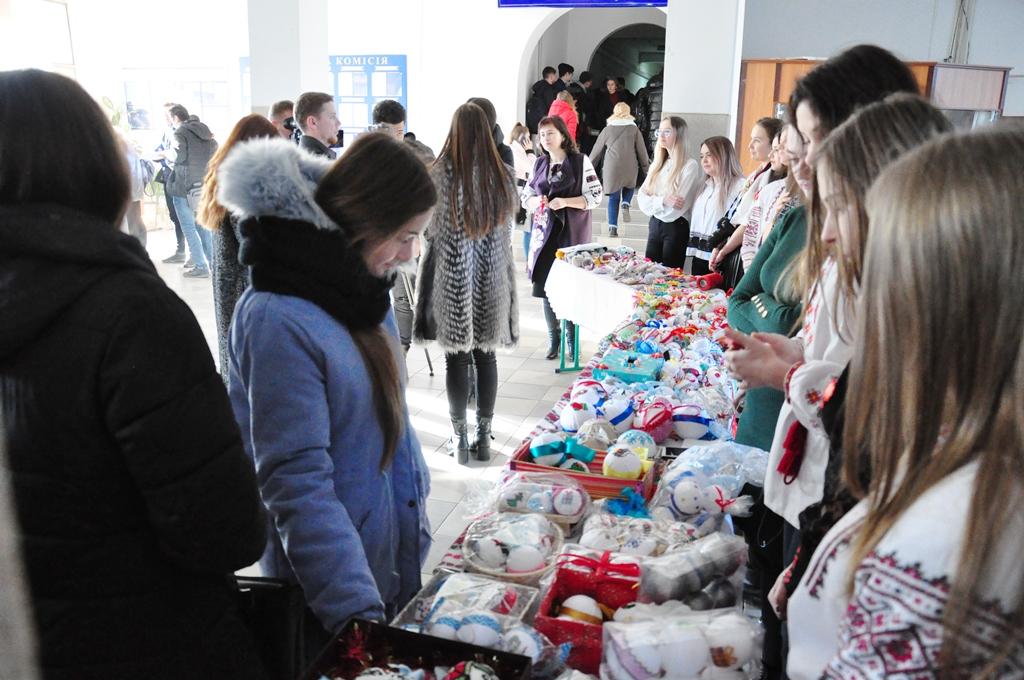 Франківські студенти зібрали 11 тисяч гривень на благодійному ярмарку 6