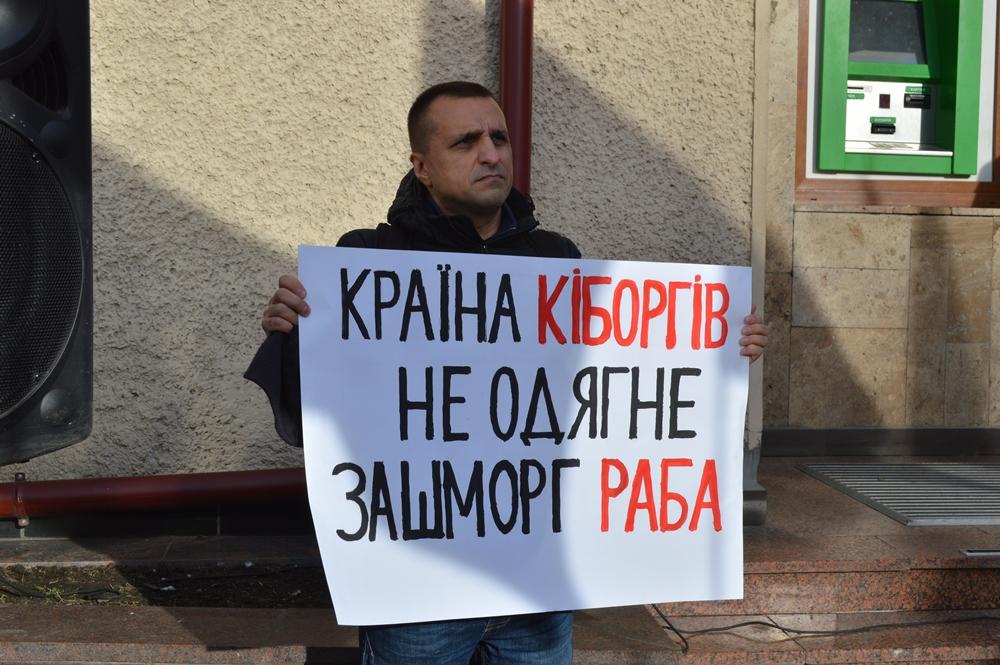 Франківці вийшли на всеукраїнське віче проти капітуляції 8