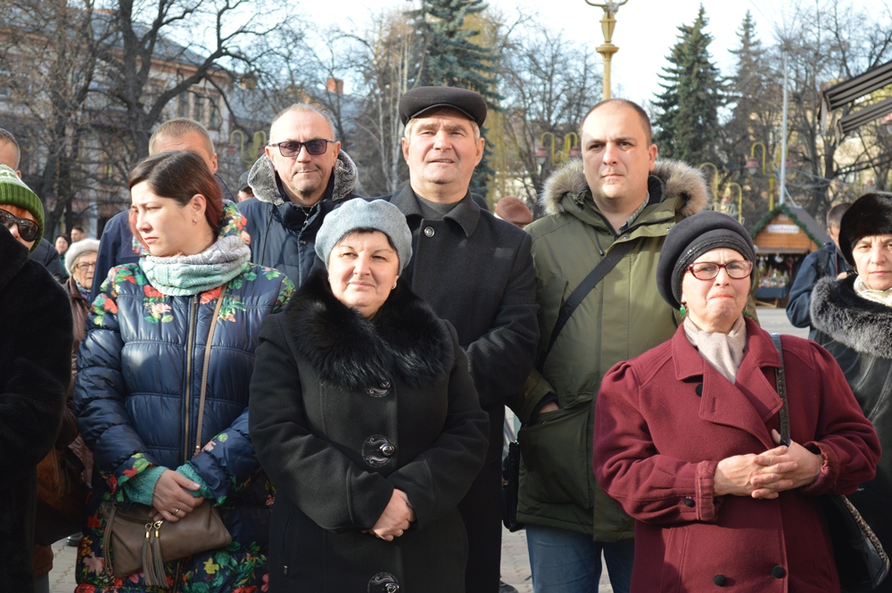 Франківці вийшли на всеукраїнське віче проти капітуляції 10