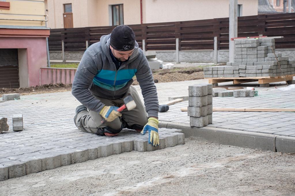 У Франківську завершують благоустрій двору, який не ремонтували 40 років 4