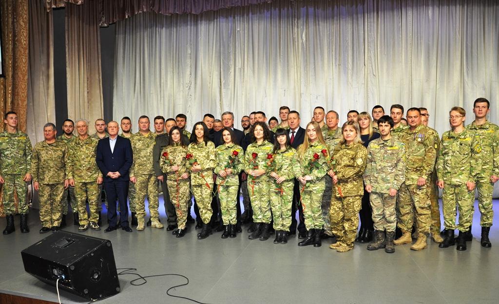 У Франківську випускникам кафедри військової підготовки Прикарпатського університету вручили погони 2