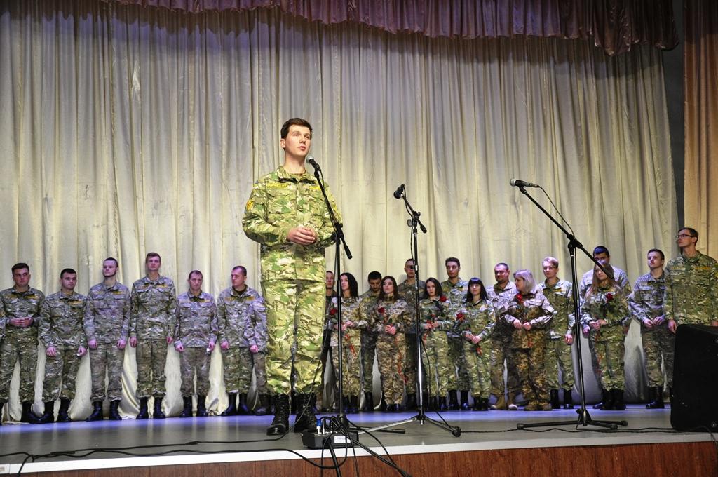 У Франківську випускникам кафедри військової підготовки Прикарпатського університету вручили погони 4