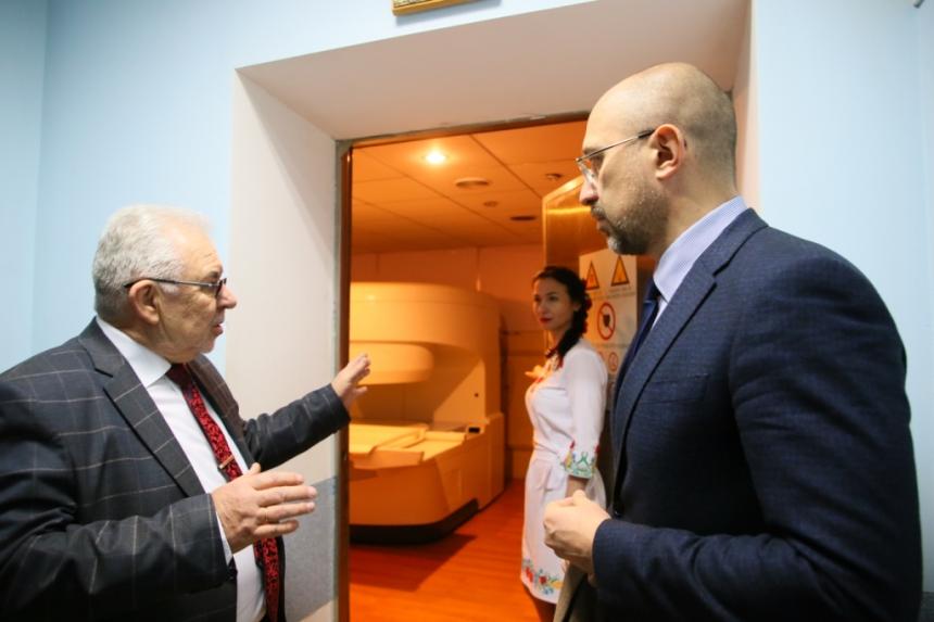В обласний онкодиспансер на Франківщині придбали МРТ-апарат за 43 мільйони гривень 10
