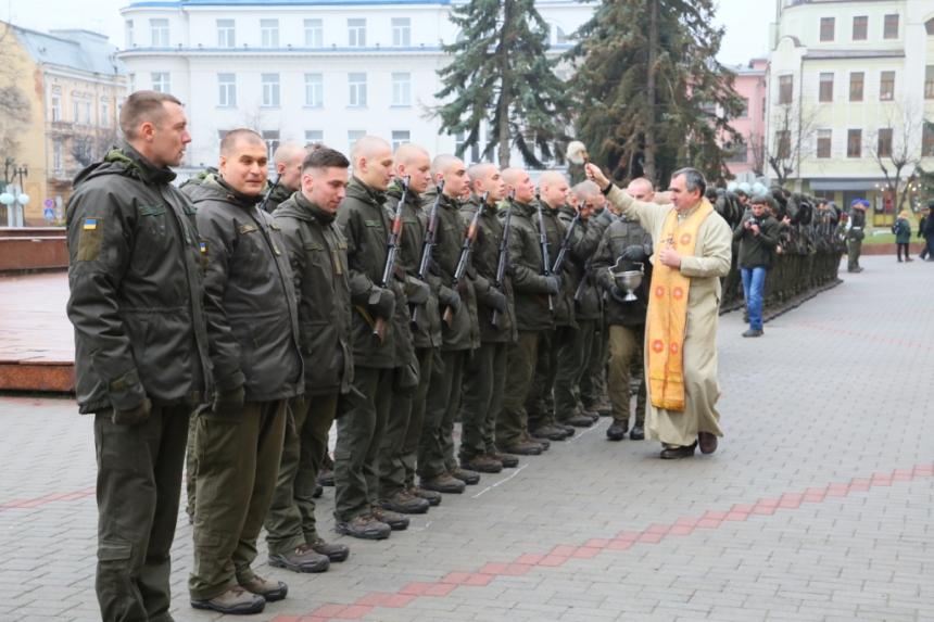В Івано-Франківську  понад 70 нацгвардійців склали присягу 12