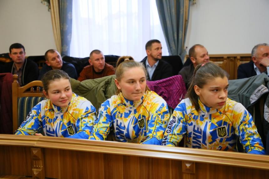 Пів сотні прикарпатських спортсменів отримали грошові нагороди 6