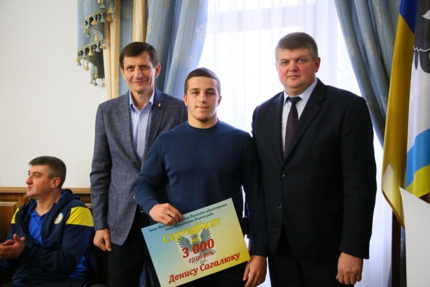 Пів сотні прикарпатських спортсменів отримали грошові нагороди 10