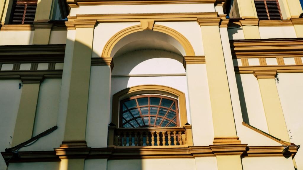 фасад колегіати в Івано-Франківську