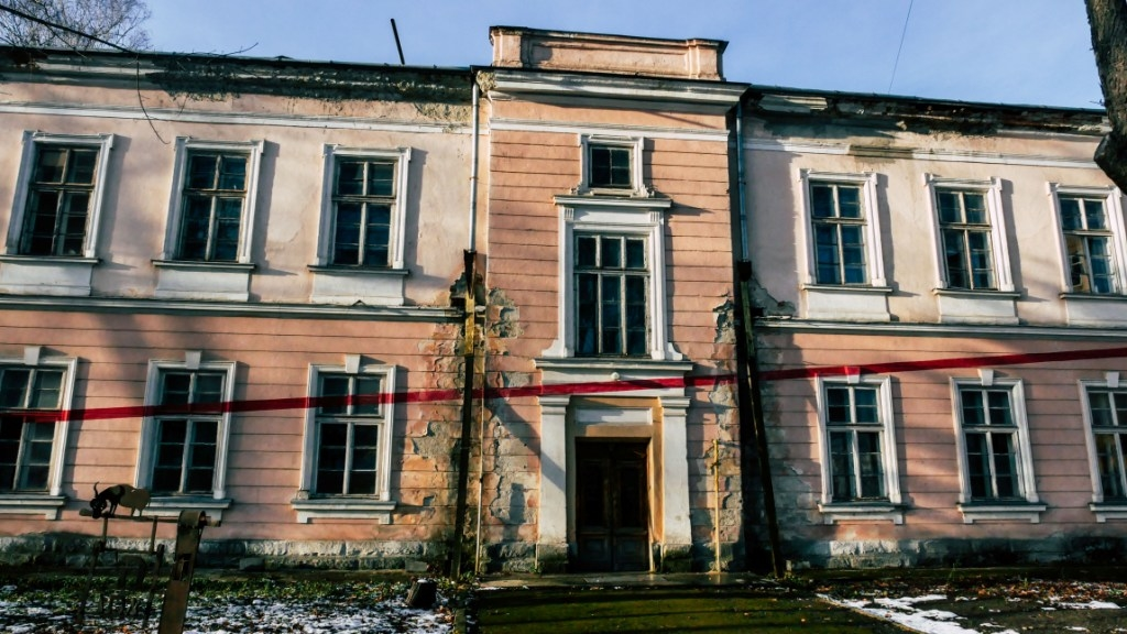 В Івано-Франківську руйнується Палац Потоцьких