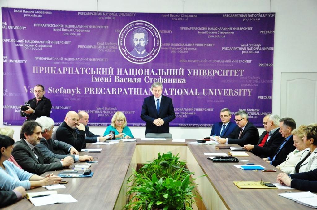 10 студентів Прикарпатського університету отримали стипендії по 500 доларів 4