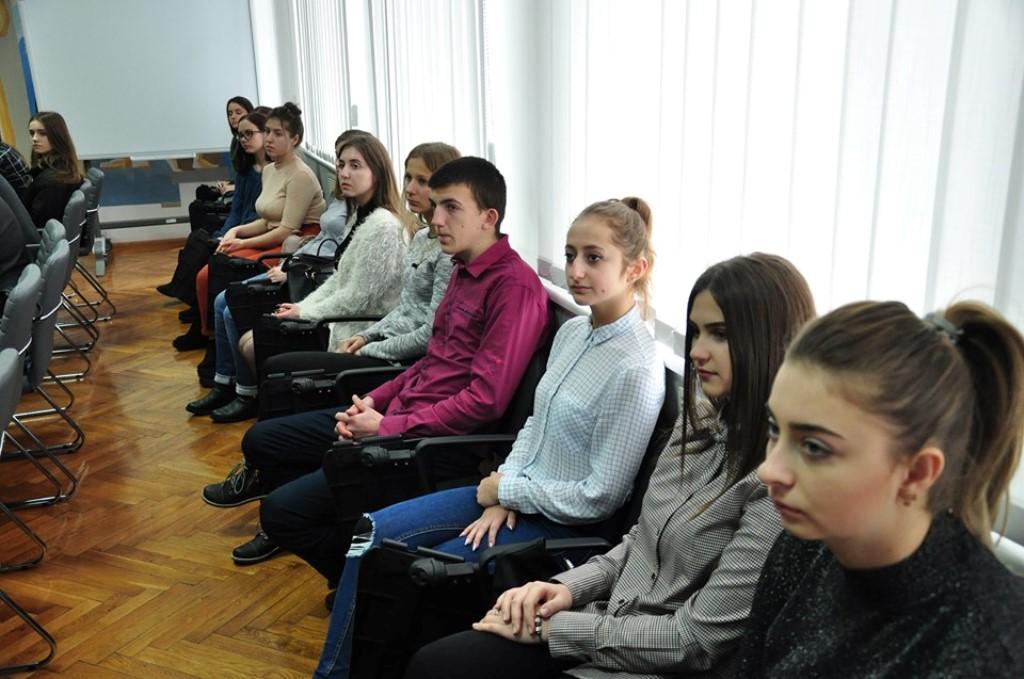 10 студентів Прикарпатського університету отримали стипендії по 500 доларів 6